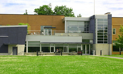 Main entrance to the Bertelsmann Campus Center --