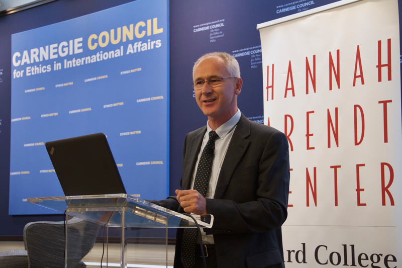 Janusz Paweska presents to the conference